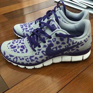 brand new nike cheetah print shoes